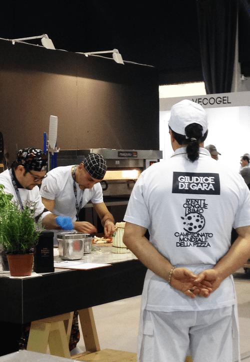 Allestimento Campionato Mondiale della Pizza giudice di gara